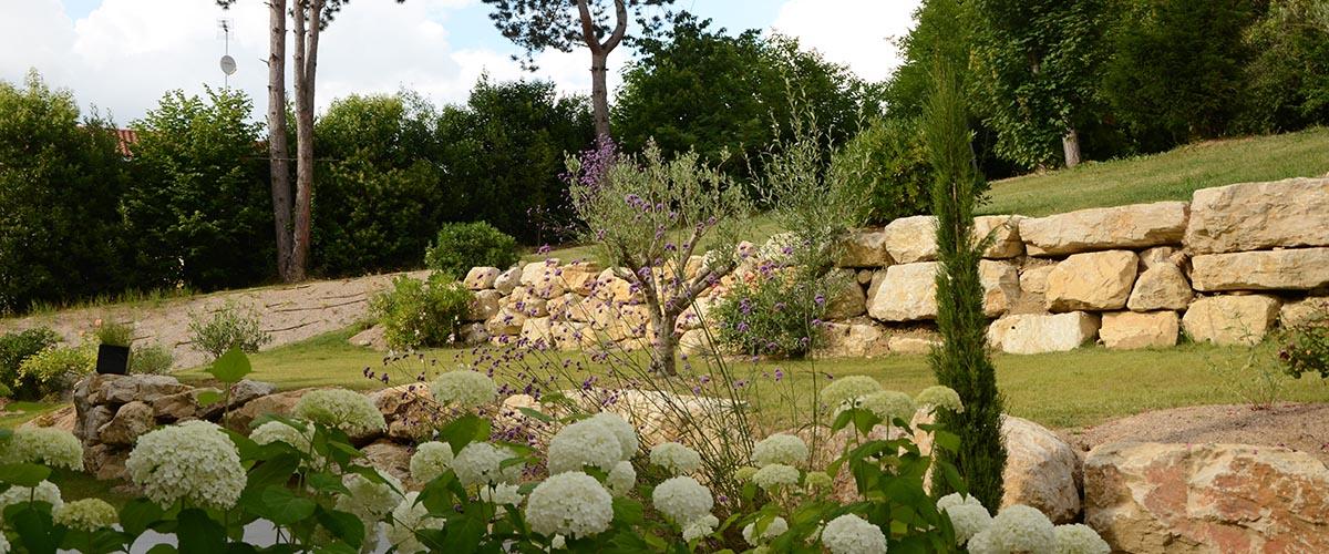 Dhellemmes espaces verts paysagiste agen pr s de bo 47 for Entretien jardin 47